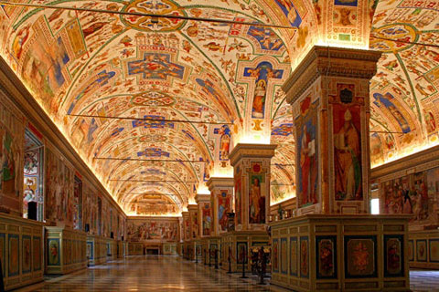 Thư viện Vatican, Italy lưu giữ trên 1.500.000 sách, cộng thêm 150.000 cảo bản quý giá, mà cảo bản xưa nhất có từ giai đoạn cuối của Đế Quốc La Mã.