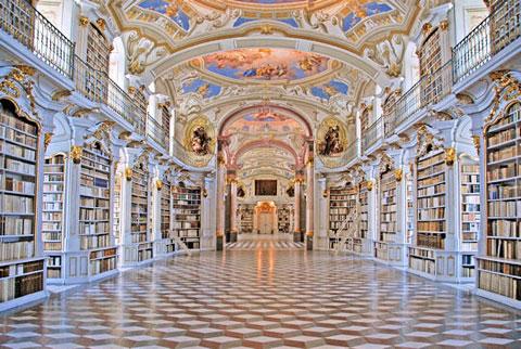 Thư viện của tu viện Admont (Áo). Nằm trên bờ sông Enns, tu viện Admont được xây dựng năm 1776. Bảy mái vòm của tu viện, trong đó có mái vòm thư viện, đều được họa sĩ người Áo gốc Ý Bartolomeo Antomonte (1694-1783) trang trí bằng tranh tường phong cách Bar