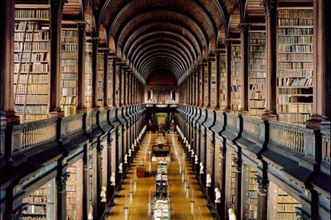 """Thư viện Đại học Trinity, thuộc về Đại học Trinity College ở Dublin, là thư viện lớn nhất đất nước Ireland. Được xem là """"Thư viện sao chép"""", đây là thư viện đóng vai trò sao chép, phổ quát văn hóa học thuật trên toàn đất nước Ireland. Thư viện Đại học Trin"""