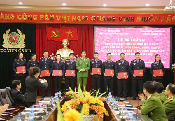 Bế giảng lớp bồi dưỡng cho cán bộ Viện Kiểm sát nhân dân thành phố Hà Nội năm 2018