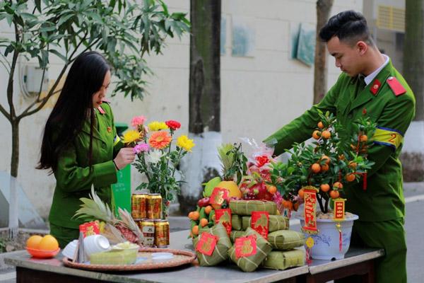 Theo các nhà văn hóa, mâm ngũ quả ngày Tết- thể hiện cho 5 yếu tố Kim - Mộc - Thủy - Hỏa - Thổ, 5 yếu tố được cho là đã cấu thành nên vũ trụ trong quan niệm của người Việt nói riêng và của văn hóa Á Đông nói chung