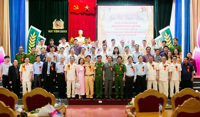 Gặp mặt truyền thống các thế hệ giảng viên, học viên nhân kỷ niệm 50 năm thành lập Khoa Cảnh sát giao thông đường bộ, đường sắt