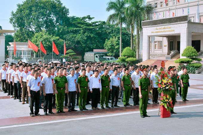 Lễ dâng hoa, dâng hương tại tượng đài Hồ Chí Minh và các cố Bộ trưởng Bộ Công an