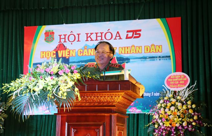 Thượng tướng, PGS. TS Nguyễn Văn Thành, Thứ trưởng Bộ Công an phát biểu tại buổi gặp mặt
