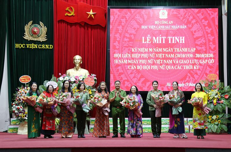 Kỷ niệm 90 năm ngày thành lập Hội liên hiệp Phụ Nữ Việt Nam và gặp gỡ cán bộ Hội Phụ nữ qua các thời kỳ