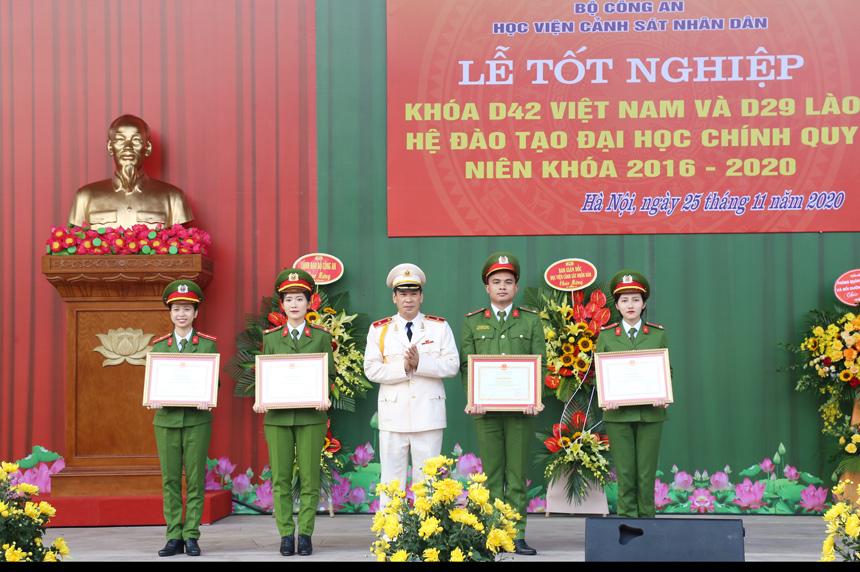 Học viện CSND tổ chức lễ tốt nghiệp và phong hàm sĩ quan khóa D42 Việt Nam và D29 Lào