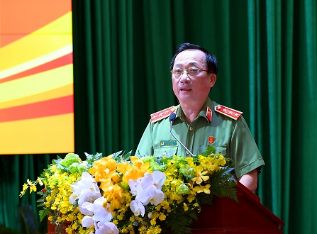 Thứ trưởng Nguyễn Văn Thành điều hành phiên thảo luận tại Hội nghị.