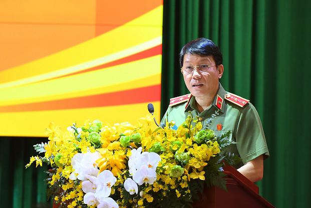 Thứ trưởng Lương Tam Quang trình bày báo cáo tổng kết công tác công an năm 2020 và phương hướng, nhiệm vụ năm 2021.