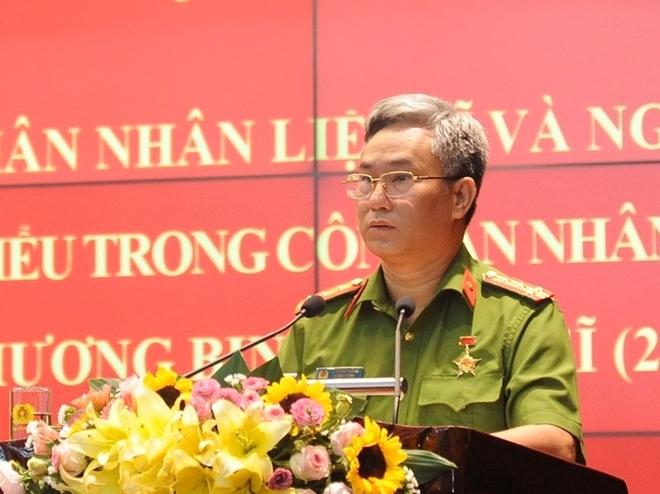 Đại tá, Anh hùng Lực lượng vũ trang nhân dân Lê Hồng Thắng.