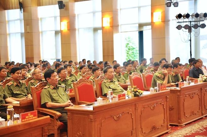 Bộ trưởng Tô Lâm với các đại biểu dự buổi gặp mặt.